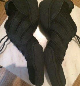 Кроссовки для танцев