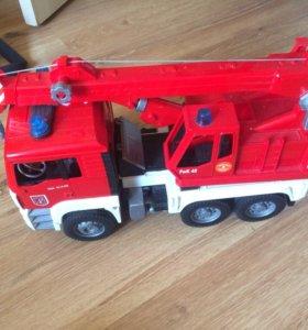 Игрушечная пожарная машинка
