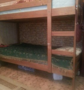 Двух ярусная крепкая кровать деревянная, самовывоз