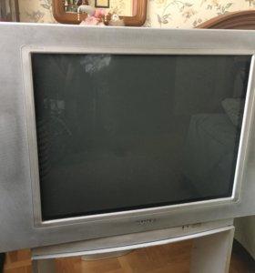 Цветной телевизор SONY Trinitron с подставкой