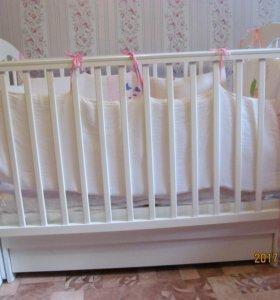 Кроватка с матрасом.