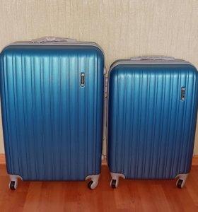 Пластиковый чемодан на колёсах