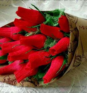 Розы с конфетами в кульке