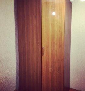 Шифоньер угловой / шкаф
