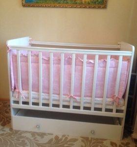 Кроватка детская + матрасик из кокосовой стружки.