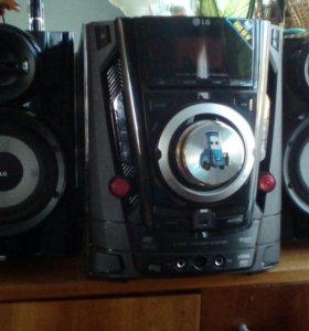 Музыкальный центр с караоке, DVD, MP3, USB.