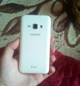 Продаю телефон Samsung J1 в хорошем состоянии