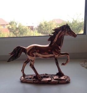 Статуэтка лошади.
