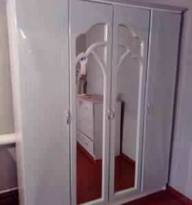 шкаф,2 тумбочки,кровать,комод