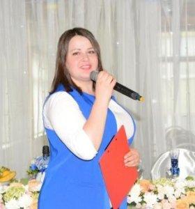Ведущая-певица