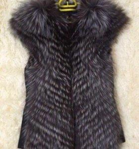 Меховая тёплая жилетка - чернобурка