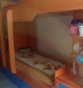 двухъярусная кровать с двумя матрасами