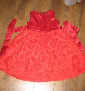 Платье красное нарядное.