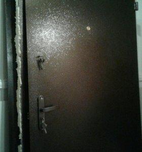 Дверь входная. Сталь порошек , 2 замка, ламинат.