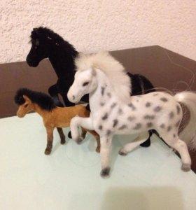 3 лошадки