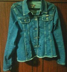 Продам джинсовую куртку, 38 размера