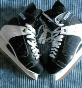 Хоккейные коньки р. 42