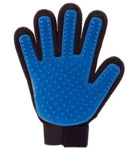 Массажная щетка-перчатка для вычесывания животных