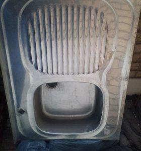 металлическая мойка на кухню