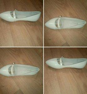Продам новые детске туфли 37р.