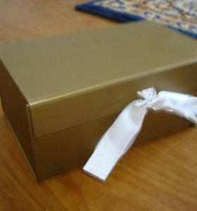 Коробочка подарочная. Новая. На завязке