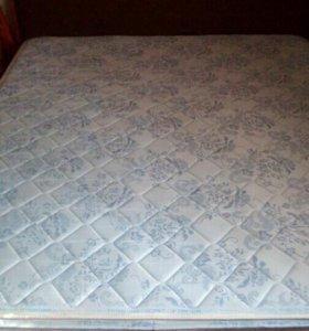 Кровать с мтрасом220*160.