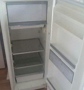 Холодильник зил рабочий