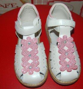 сандалии на девочку