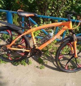 Велосипеды на литых дисках цвета разныех