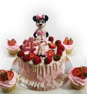 Торт и капкейками Минни