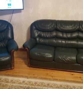 Холл и два кресла