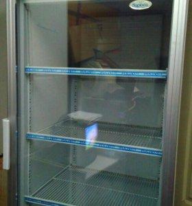 Выставочный холодильный шкаф