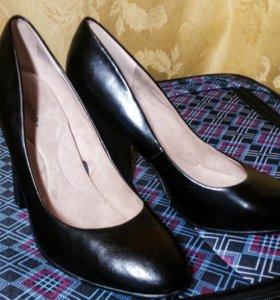 Туфли черные на толстом каблуке