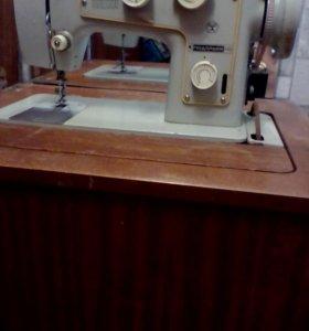 Швейная машинка ножная.