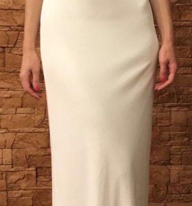 Эффектное белоснежное платье