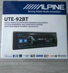 Головное устройство Alpine UTE-92BT