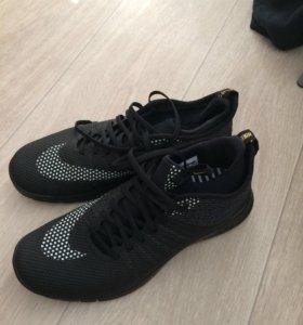 Кроссовки для активного отдыха Nike. 45EUR