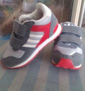 Кроссовки adidas, детские