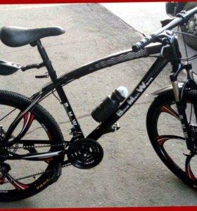 Велосипед BMW с литыми дисками и спицами