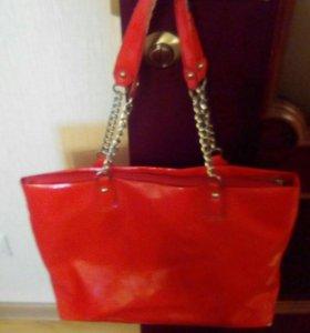 Лакированная сумка б/у