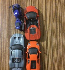 Коллекционные машинки и мотоцикл