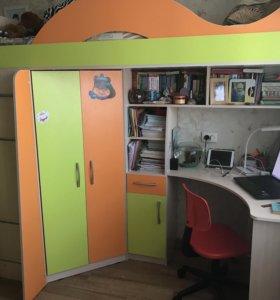 Детская стенка-кровать, письменный стол, шкафчик