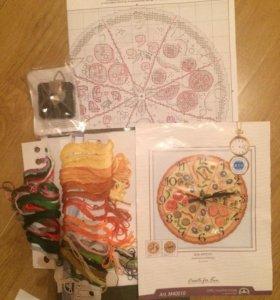 Вышивка-часы в форме пиццы