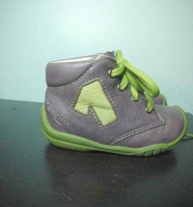 Ботинки новые superfit 19 р-р