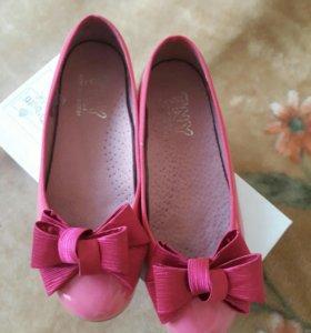 Туфли для девочки 33 размер.
