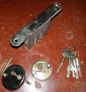 дверной замок врезной для двери с ключами