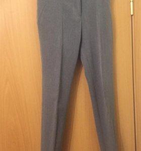 Школьные зауженные брюки для девочки.