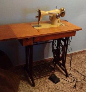 Швейная машинка Tikka (с электроприводом)