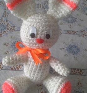 Продам вязаного зайчика