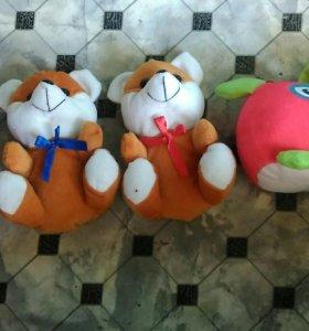Мягкие игрушки(собачки, зайчики, и другие)